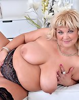 Curvy big tits mama playing herself