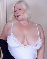 Busty mature loves teasing during live cam solo
