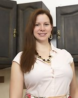 Hot curvy mom Carol Wings playing in the kitchen
